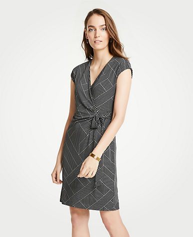 앤테일러 Ann Taylor Cross Stripe Cap Sleeve Wrap Dress,Black