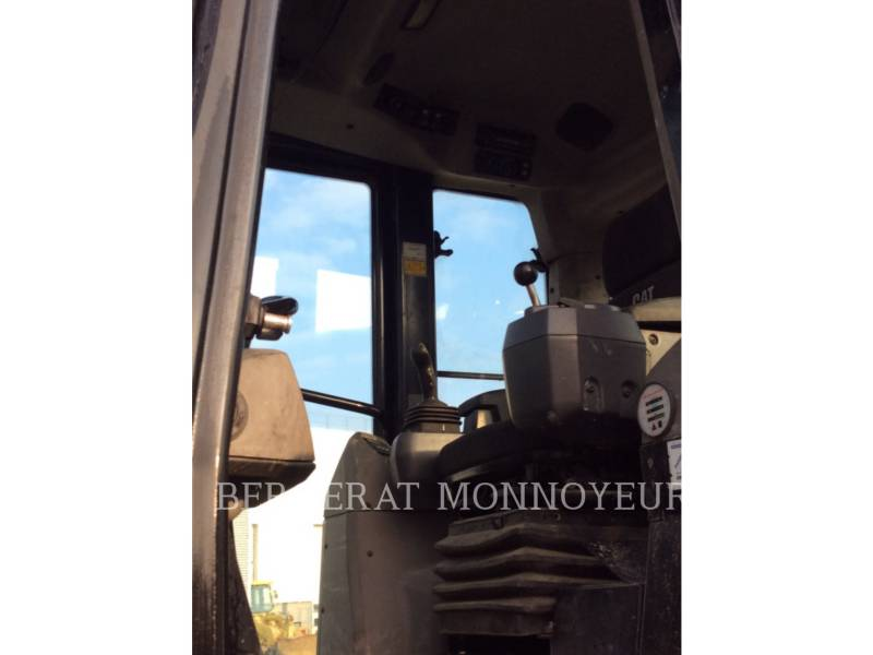 CATERPILLAR CHARGEURS SUR CHAINES 963D equipment  photo 8