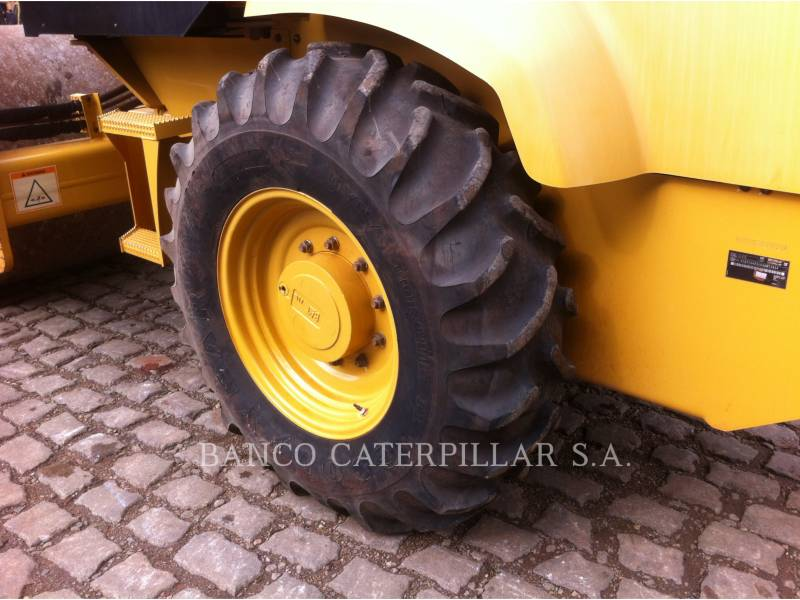 CATERPILLAR VIBRATORY SINGLE DRUM SMOOTH CS-423E equipment  photo 12