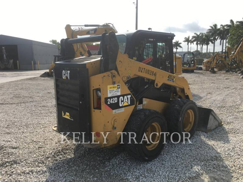 CATERPILLAR CHARGEURS COMPACTS RIGIDES 242D equipment  photo 6