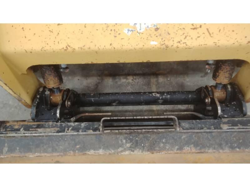 CATERPILLAR KOMPAKTLADER 236D equipment  photo 16