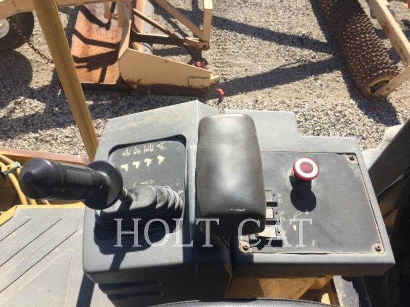 CATERPILLAR VIBRATORY SINGLE DRUM PAD CP563E equipment  photo 10