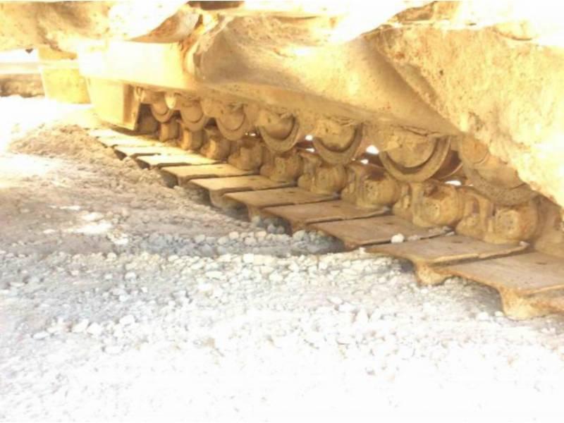 KOMATSU TRACK TYPE TRACTORS D65E equipment  photo 21