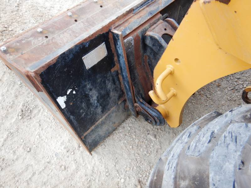 CATERPILLAR PALE COMPATTE SKID STEER 242D equipment  photo 24