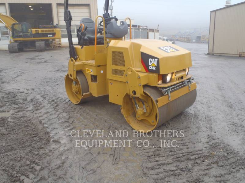 CATERPILLAR COMPACTORS CB32 equipment  photo 2