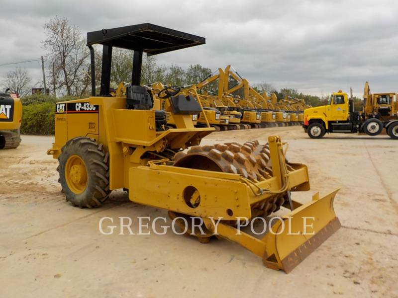 CATERPILLAR COMPACTEUR VIBRANT, MONOCYLINDRE À PIEDS DAMEURS CP-433C equipment  photo 1