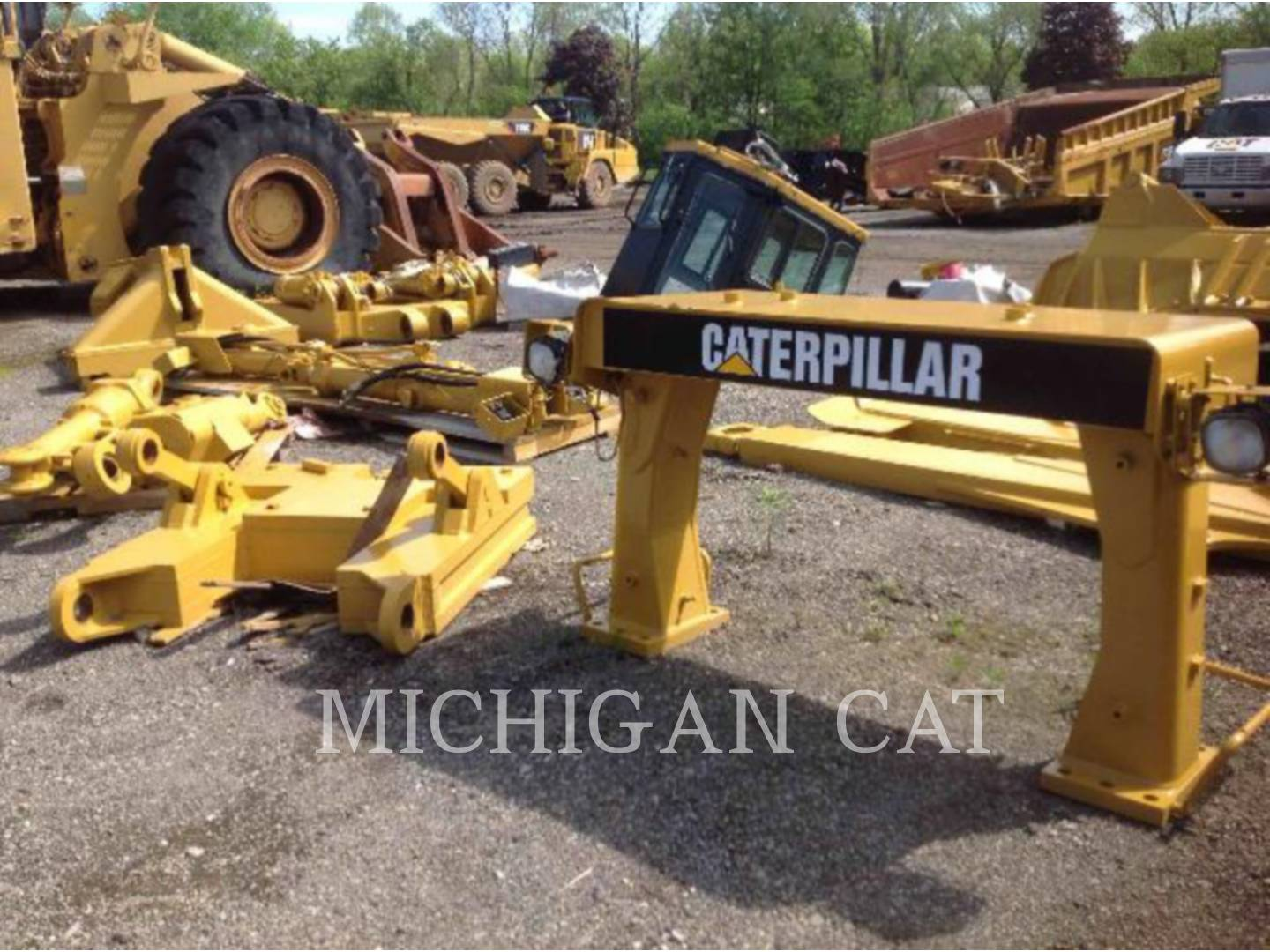 Detail photo of 2001 Caterpillar D10R from Construction Equipment Guide