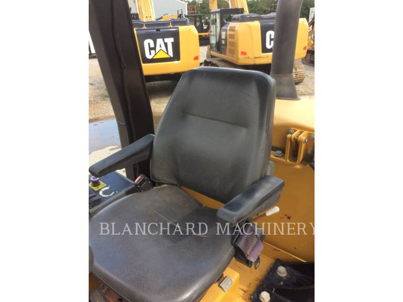 CATERPILLAR COMPACTEUR VIBRANT, MONOCYLINDRE À PIEDS DAMEURS CP56 equipment  photo 9