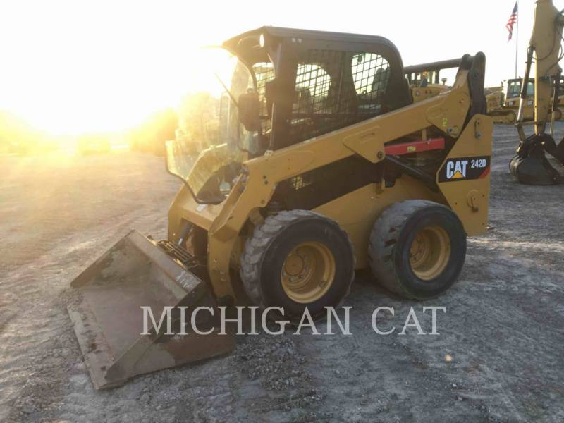 CATERPILLAR MINICARGADORAS 242D C equipment  photo 2