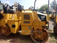 Equipment photo CATERPILLAR CB24 COMPATTATORE PER ASFALTO A DOPPIO TAMBURO VIBRANTE 1
