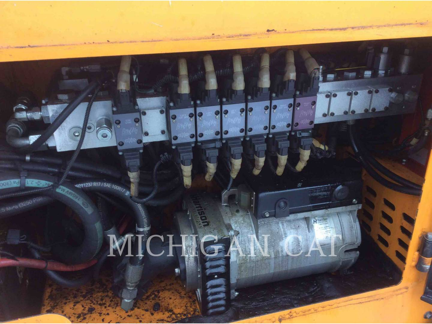 Detail photo of 2014 LeeBoy 8616B from Construction Equipment Guide