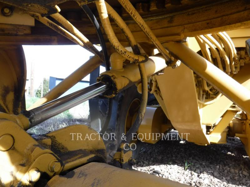 CATERPILLAR NIVELEUSES 135H equipment  photo 11