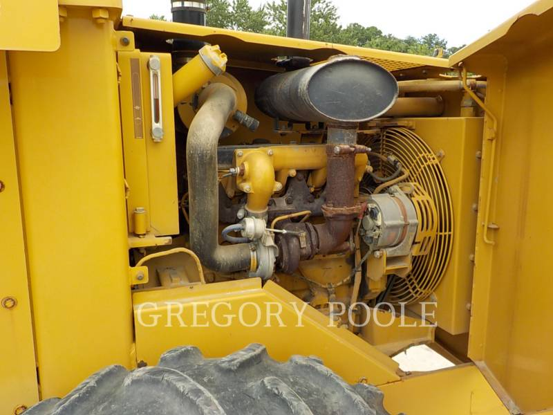 CATERPILLAR VIBRATORY SINGLE DRUM PAD CP-433C equipment  photo 21