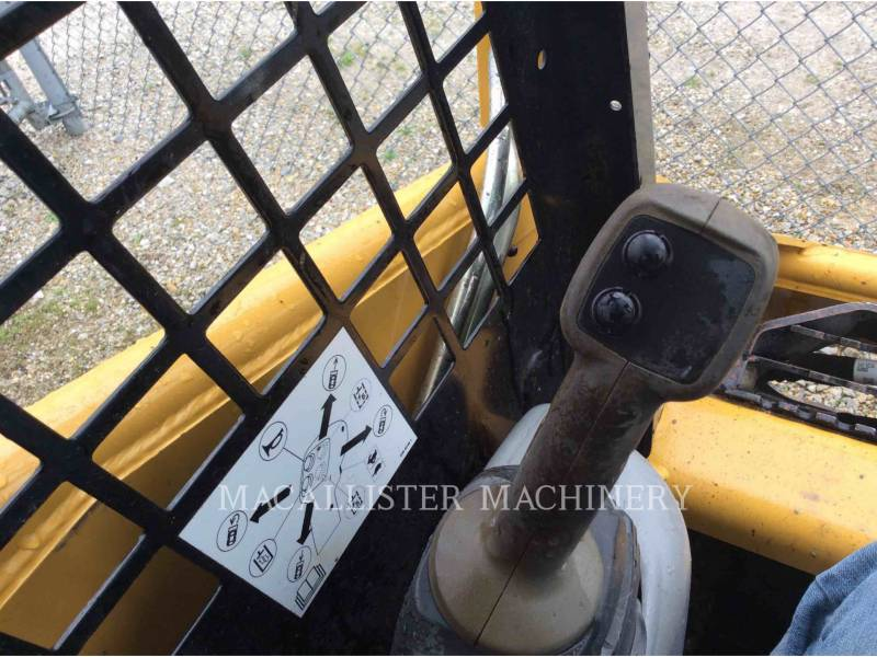 CATERPILLAR CHARGEURS TOUT TERRAIN 247B equipment  photo 15