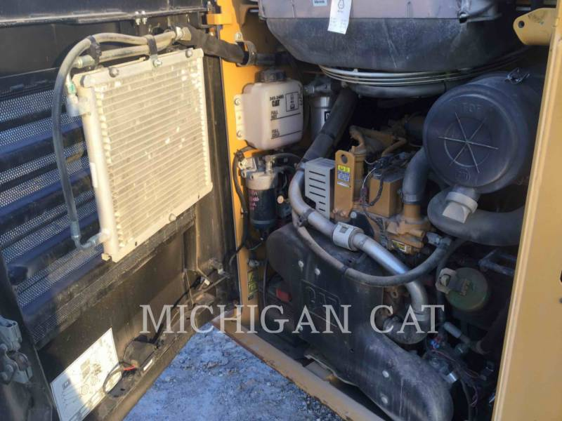 CATERPILLAR MINICARGADORAS 242D C equipment  photo 15
