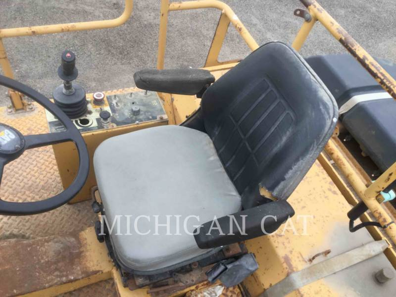 CATERPILLAR TAMBOR DOBLE VIBRATORIO ASFALTO CB-534C equipment  photo 18