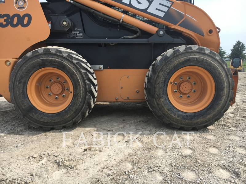 CASE/NEW HOLLAND CHARGEURS COMPACTS RIGIDES SV300 equipment  photo 5