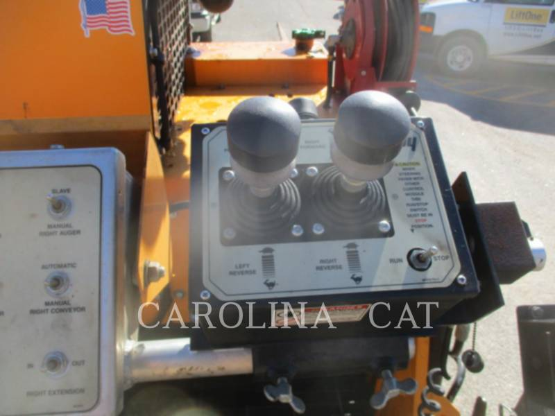 LEE-BOY ASPHALT PAVERS 8515C equipment  photo 11
