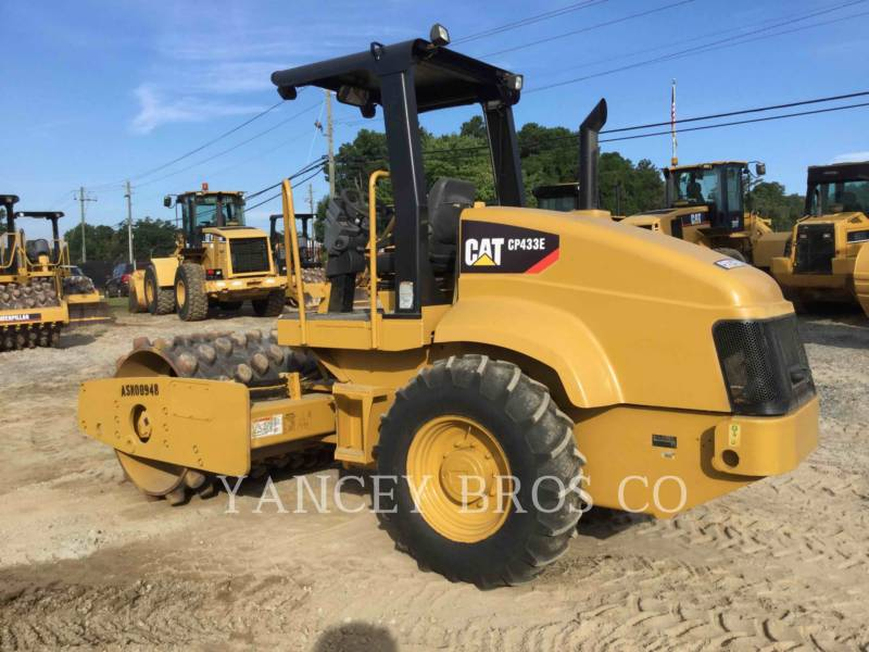 CATERPILLAR TRILLENDE ENKELE TROMMEL OPVULLING CP-433E equipment  photo 4
