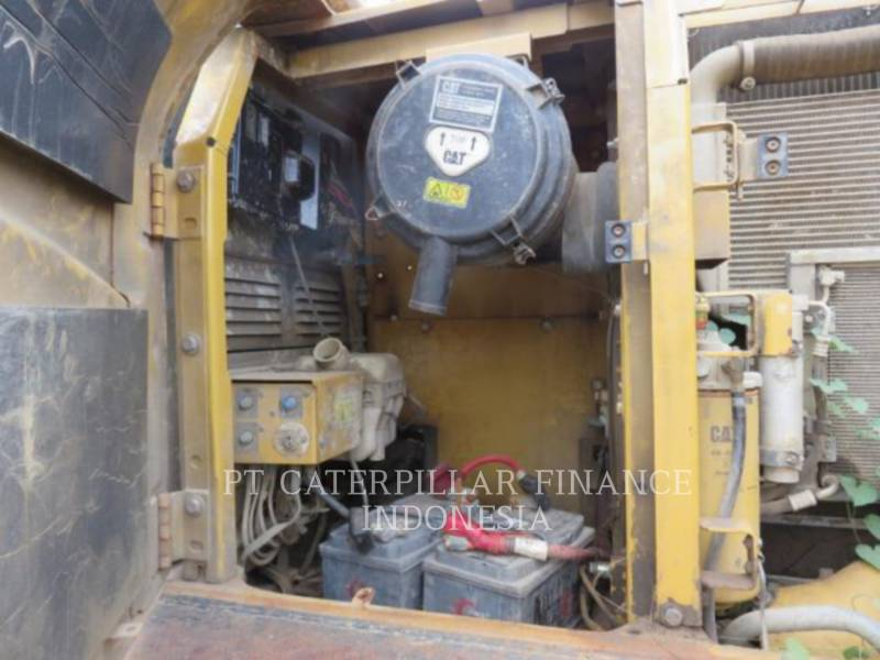 CATERPILLAR TRACK EXCAVATORS 320D equipment  photo 3