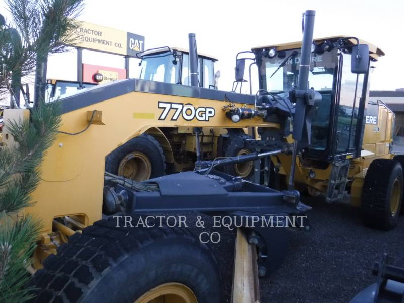 JOHN DEERE NIVELEUSES 770GP equipment  photo 7