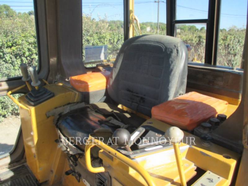 CATERPILLAR CHARGEURS SUR CHAINES 963 equipment  photo 13