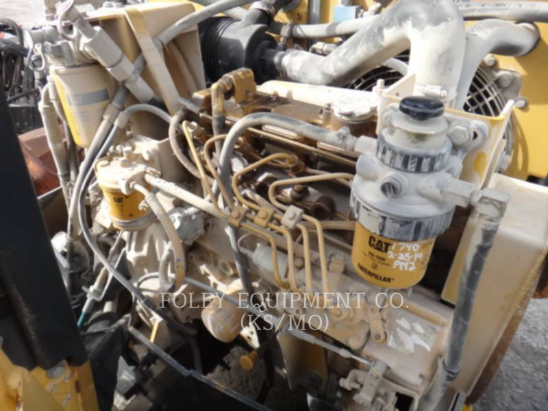 CATERPILLAR TAMBOR DOBLE VIBRATORIO ASFALTO CB-334D equipment  photo 9