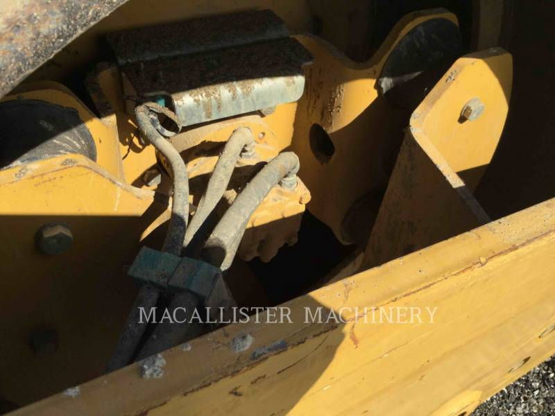 CATERPILLAR VIBRATORY SINGLE DRUM SMOOTH CS-433E equipment  photo 12