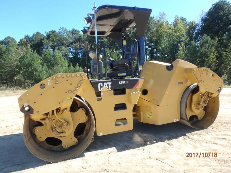 CATERPILLAR COMPACTEURS TANDEMS VIBRANTS CB54 equipment  photo 1