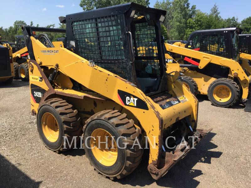 CATERPILLAR SKID STEER LOADERS 242B3 A2Q equipment  photo 1