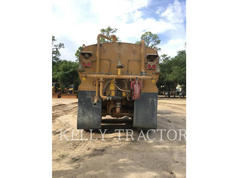 CATERPILLAR CAMIONS CITERNE A EAU 725 equipment  photo 4