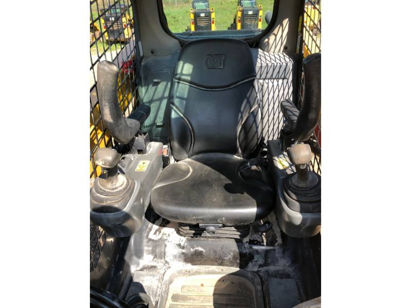 CATERPILLAR CHARGEURS COMPACTS RIGIDES 236 D equipment  photo 18