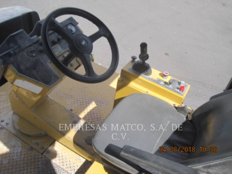 CATERPILLAR COMPATTATORI GOMMATI PNEUMATICI PS-150C equipment  photo 5