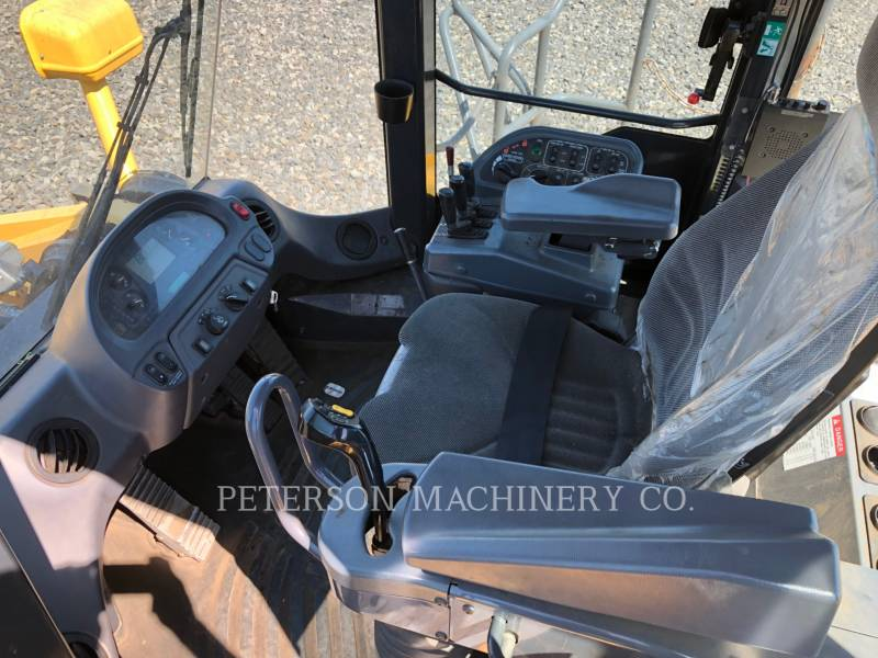 KOMATSU LTD. WHEEL LOADERS/INTEGRATED TOOLCARRIERS WA600-6 equipment  photo 9