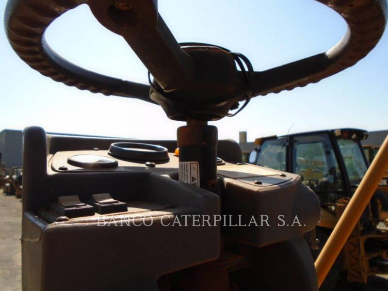 CATERPILLAR VIBRATORY SINGLE DRUM SMOOTH CS-423E equipment  photo 10