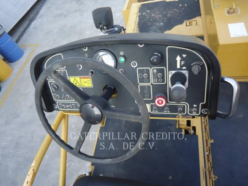 CATERPILLAR ASPHALT PAVERS AP 1000 D equipment  photo 8