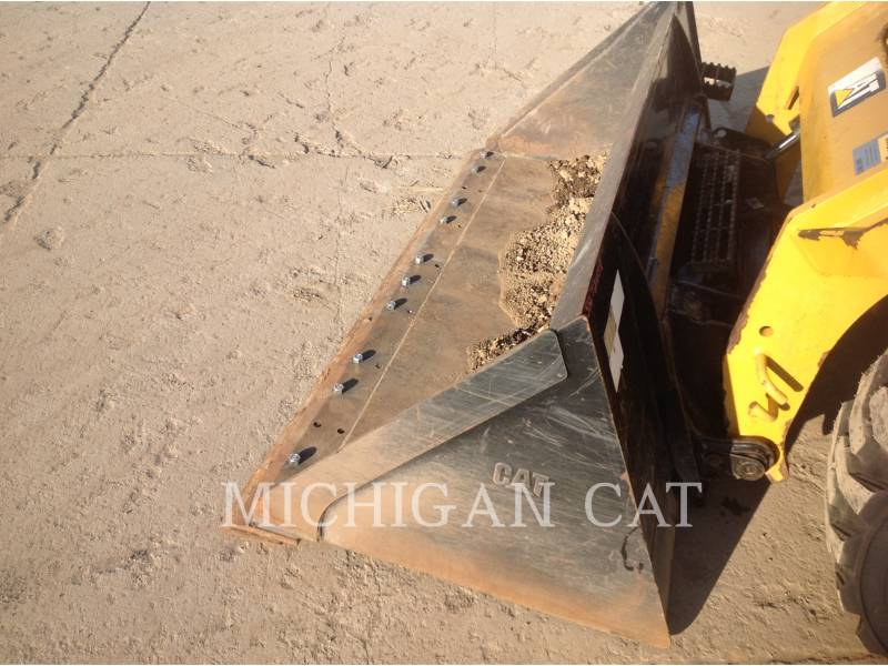 CATERPILLAR MINICARGADORAS 246D C2Q equipment  photo 6