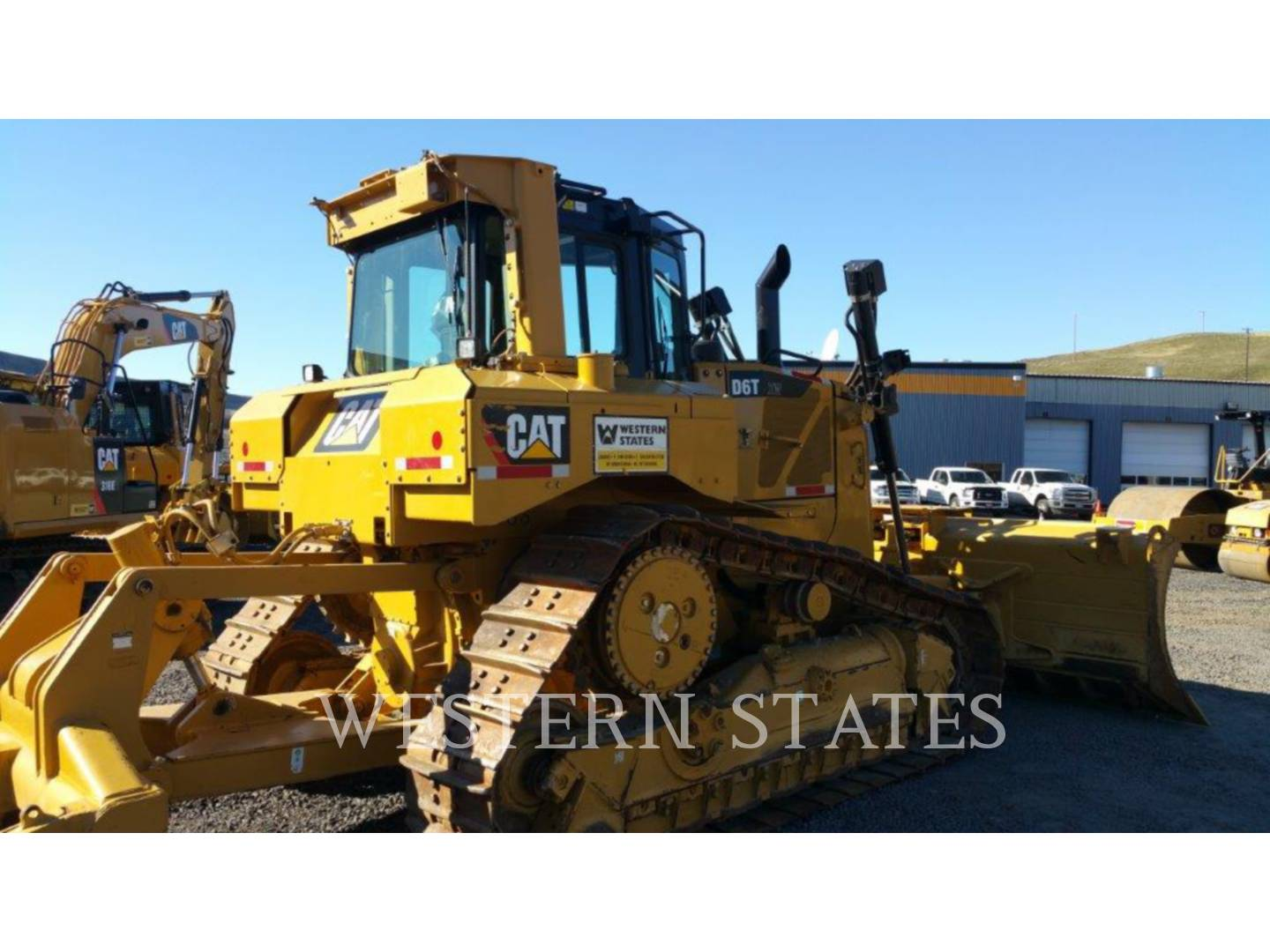 Detail photo of 2011 Caterpillar D6T from Construction Equipment Guide