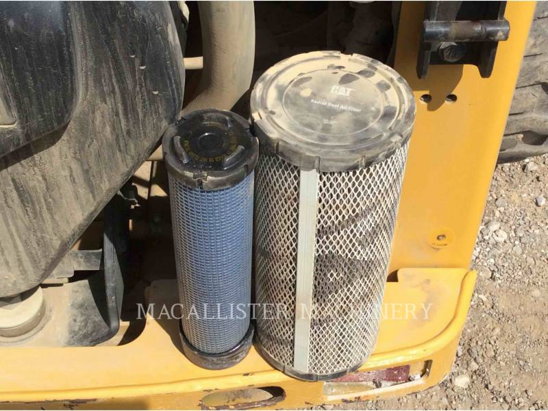 CATERPILLAR CHARGEURS COMPACTS RIGIDES 226B equipment  photo 9