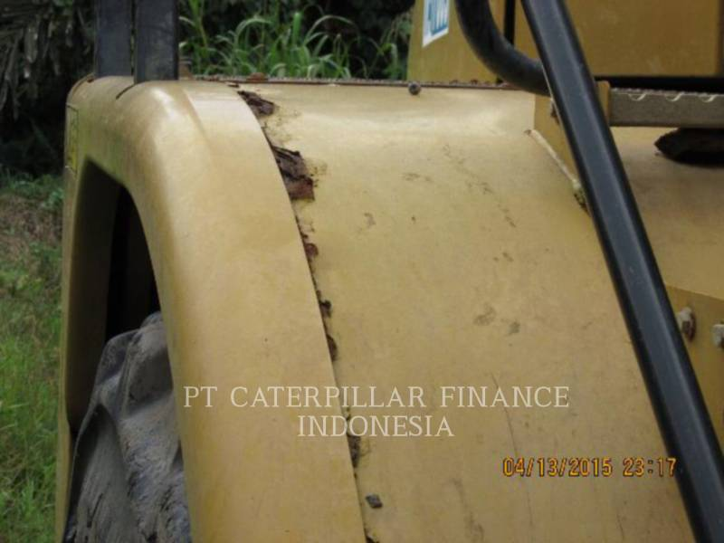 Caterpillar CAMIOANE ARTICULATE 740 equipment  photo 17