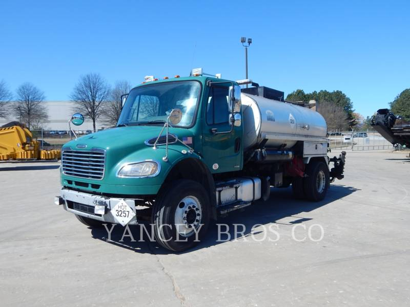 FREIGHTLINER CAMIONS ROUTIERS M2106 equipment  photo 1
