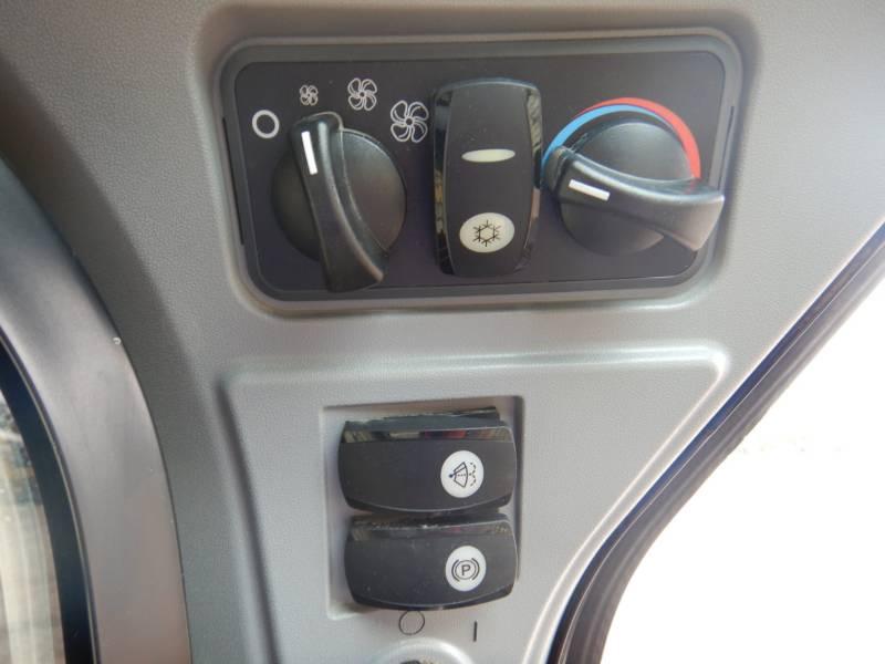 CATERPILLAR SKID STEER LOADERS 262 D equipment  photo 7