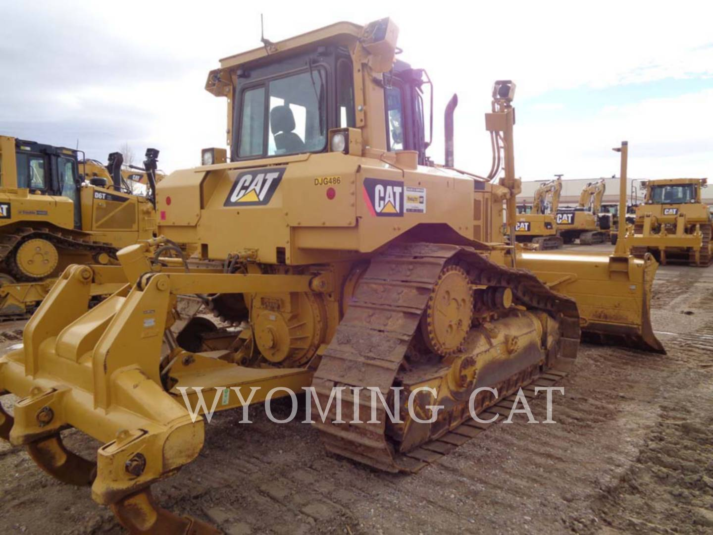 Detail photo of 2010 Caterpillar D6T from Construction Equipment Guide