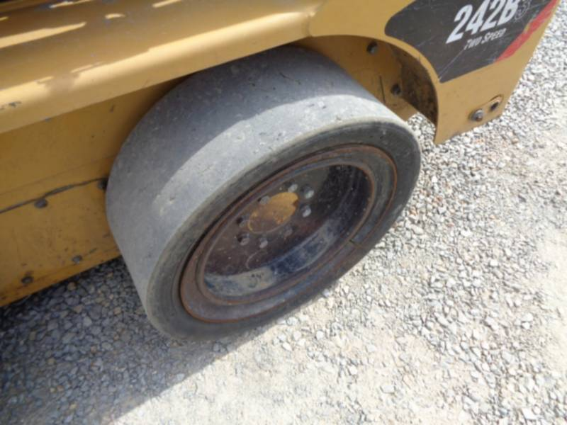 CATERPILLAR SKID STEER LOADERS 242B3 equipment  photo 9