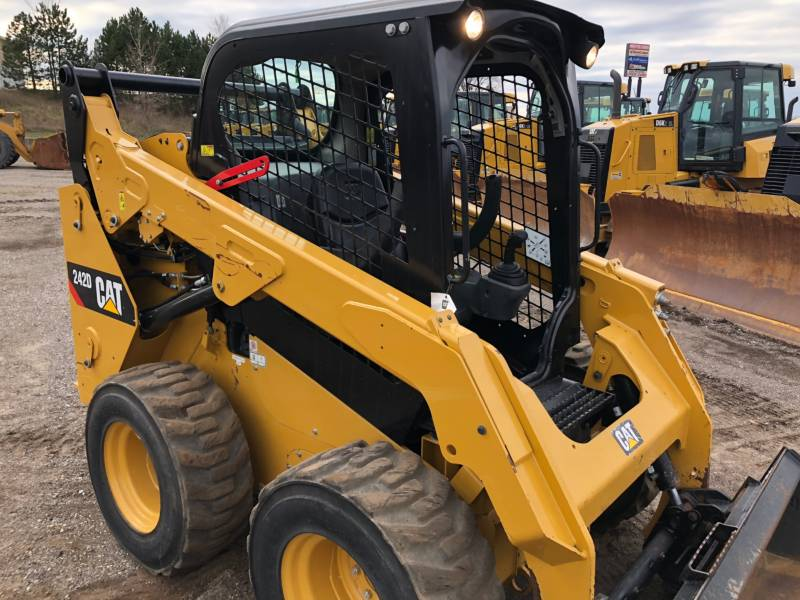 CATERPILLAR SKID STEER LOADERS 242D equipment  photo 8