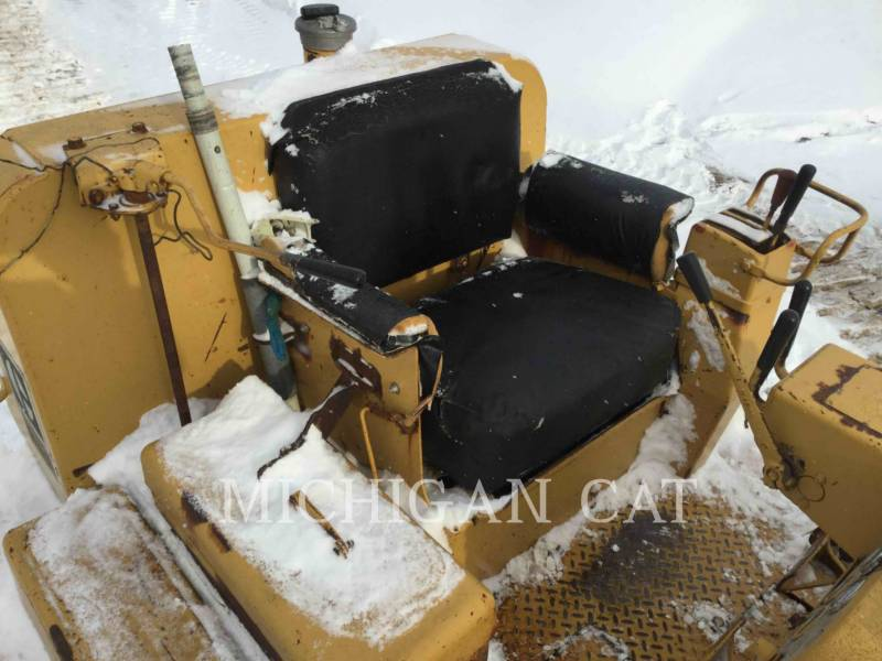 CATERPILLAR KETTENDOZER D6C equipment  photo 9