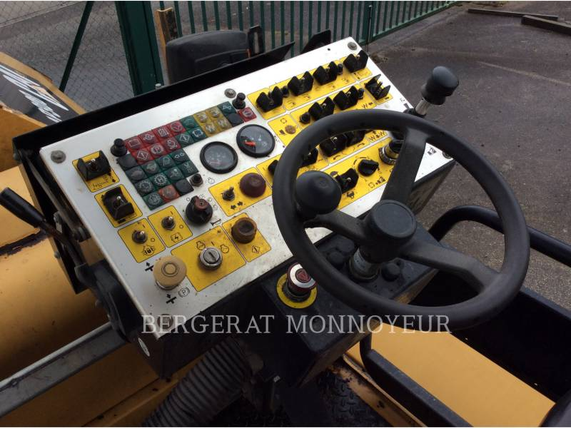 CATERPILLAR SCHWARZDECKENFERTIGER AP300 equipment  photo 10