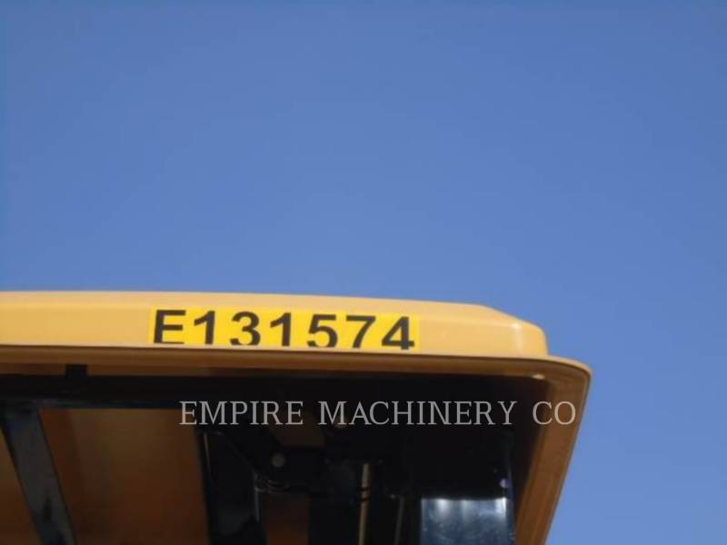 CATERPILLAR 振動ダブル・ドラム・アスファルト CB24B LT equipment  photo 5