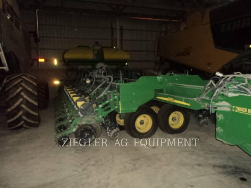 DEERE & CO. Equipo de plantación DB60 equipment  photo 1
