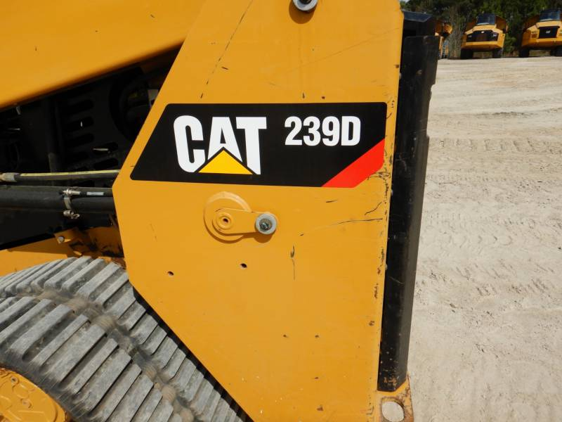 CATERPILLAR DELTALADER 239D equipment  photo 24